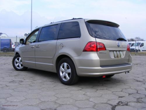 volkswagen-routan-2009[2]